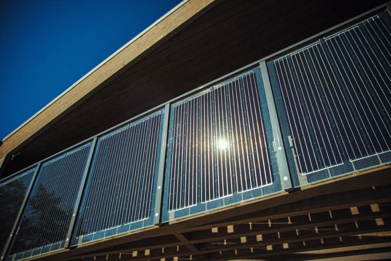 kvaliteetne päikesepaneelidega rõdupiire